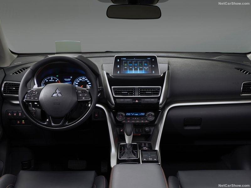 Mitsubishi Eclipse Cross caserta interni